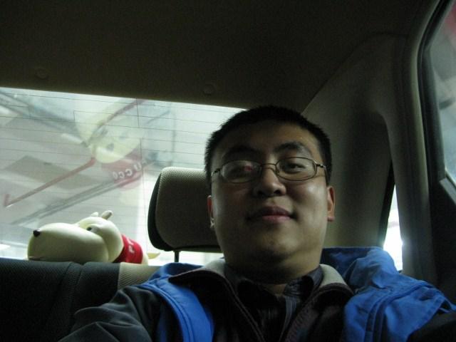 在车里自拍了一把胖脸